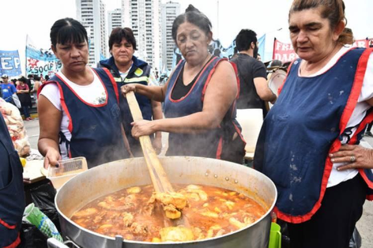 Mujeres, pandemia y miles de ollas populares